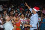 Akshay Kumar spend christmas with children of St Catherines in Andheri on 25th Dec 2010 (13).JPG