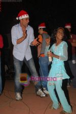Akshay Kumar spend christmas with children of St Catherines in Andheri on 25th Dec 2010 (14).JPG