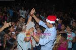 Akshay Kumar spend christmas with children of St Catherines in Andheri on 25th Dec 2010 (15).JPG