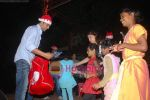 Akshay Kumar spend christmas with children of St Catherines in Andheri on 25th Dec 2010 (18).JPG