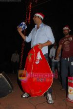 Akshay Kumar spend christmas with children of St Catherines in Andheri on 25th Dec 2010 (21).JPG