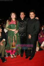 Alka Yagnik, Jatin Pandit, Udit Narayan at SA RE GA MA PA finals in Andheri Sports Complex on 26th Dec 2010 (4).JPG