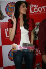 Anushka Sharma at Loot store in Goregaon on 26th Dec 2010 (3).JPG