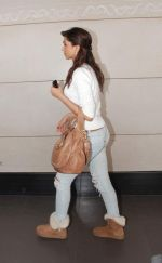 Deepika Padukone  left for Dubai on 26th Dec 2010 (2).JPG