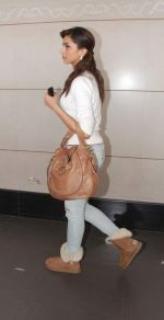 Deepika Padukone  left for Dubai on 26th Dec 2010 (3).JPG