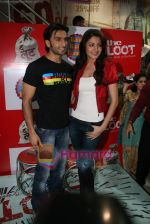 Ranveer Singh, Anushka Sharma at Loot store in Goregaon on 26th Dec 2010 (5).JPG