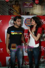 Ranveer Singh, Anushka Sharma at Loot store in Goregaon on 26th Dec 2010.JPG