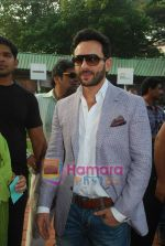Saif Ali Khan at Mid-day race in Mahalaxmi Race Course on 26th Dec 2010 (10).JPG