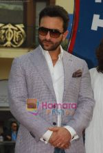 Saif Ali Khan at Mid-day race in Mahalaxmi Race Course on 26th Dec 2010 (20).JPG