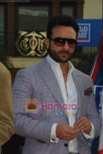 Saif Ali Khan at Mid-day race in Mahalaxmi Race Course on 26th Dec 2010 (21).JPG