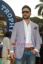 Saif Ali Khan at Mid-day race in Mahalaxmi Race Course on 26th Dec 2010 (26).JPG