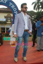 Saif Ali Khan at Mid-day race in Mahalaxmi Race Course on 26th Dec 2010 (28).JPG