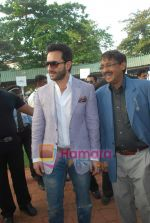 Saif Ali Khan at Mid-day race in Mahalaxmi Race Course on 26th Dec 2010 (6).JPG
