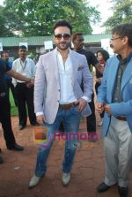Saif Ali Khan at Mid-day race in Mahalaxmi Race Course on 26th Dec 2010 (8).JPG
