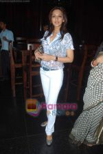 Sonali bendre celeberates chritmas with children at Veda, Palladium on 26th Dec 2010 (13).JPG