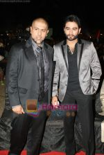 Vishal Dadlani, Shekhar Ravjiani at SA RE GA MA PA finals in Andheri Sports Complex on 26th Dec 2010 (13).JPG