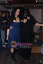 at Painter Soketu Parikh_s glam bash in Juhu on 26th Dec 2010 (14).JPG