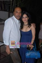 at Painter Soketu Parikh_s glam bash in Juhu on 26th Dec 2010 (34).JPG