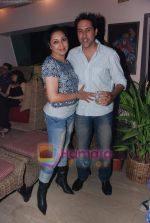 at Painter Soketu Parikh_s glam bash in Juhu on 26th Dec 2010 (20).JPG