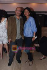 at Painter Soketu Parikh_s glam bash in Juhu on 26th Dec 2010 (26).JPG