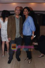 at Painter Soketu Parikh_s glam bash in Juhu on 26th Dec 2010 (27).JPG