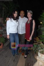 at Painter Soketu Parikh_s glam bash in Juhu on 26th Dec 2010 (4).JPG