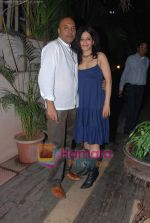 at Painter Soketu Parikh_s glam bash in Juhu on 26th Dec 2010 (40).JPG