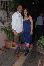 at Painter Soketu Parikh_s glam bash in Juhu on 26th Dec 2010 (41).JPG