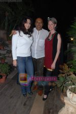 at Painter Soketu Parikh_s glam bash in Juhu on 26th Dec 2010 (5).JPG