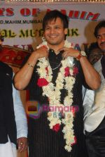 Vivek Oberoi visits Mahim Darga in Mahim on 28th Dec 2010 (7).JPG