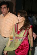 Madhuri Dixit on the sets of Jhalak Dikhla Jaa in Filmistan, Mumbai on 29th Dec 2010 (15).JPG