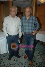 Ramesh Sippy, Mukesh Bhatt at Producers Guild meet in Sun N Sand, Mumbai on 28th Dec 2010 (2).JPG