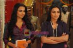 Vidya Balan and Rani Mukherjee on sets of Na Aana Is Des Laado to promote No One Killed Jessica on 29th Dec 2010.JPG
