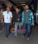 Salman Khan returns from Dubai on 30th Dec 2010.JPG