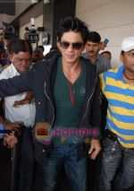 Shahrukh Khan goes to Dubai  on 30th Dec 2010 (3).JPG