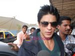 Shahrukh Khan goes to Dubai  on 30th Dec 2010 (6).JPG