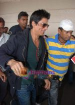Shahrukh Khan goes to Dubai  on 30th Dec 2010 (9).JPG
