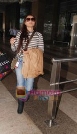 Rani Mukherjee snapped after they return from Delhi on 5th Jan 2011 (3).JPG