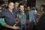 Salman Khan return from Dubai New year Celebrations in International Airport, Mumbai on 3rd DJan 2011 (5).JPG