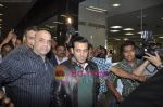 Salman Khan return from Dubai New year Celebrations in International Airport, Mumbai on 3rd DJan 2011 (6).JPG
