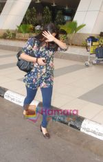 Vidya Balan snapped after they return from Delhi on 5th Jan 2011 (3).JPG