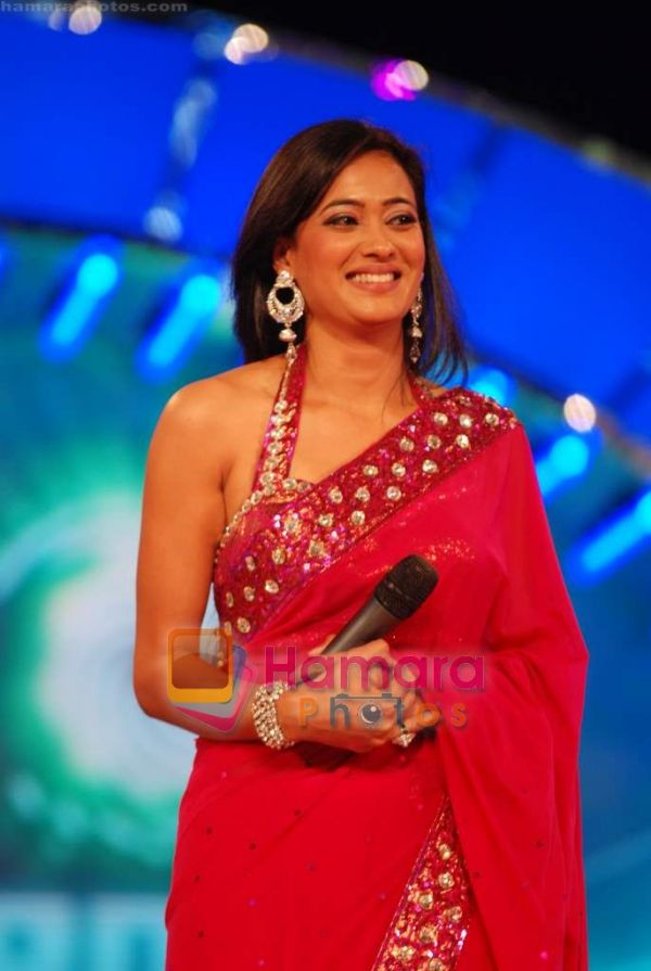 http://hamaraphotos.com/albums300/wpw-20110109/normal_Shweta%20Tiwari%20at%20Big%20Boss%20season%204%20grand%20finale%20on%208th%20Jan%202011%20%288%29.JPG