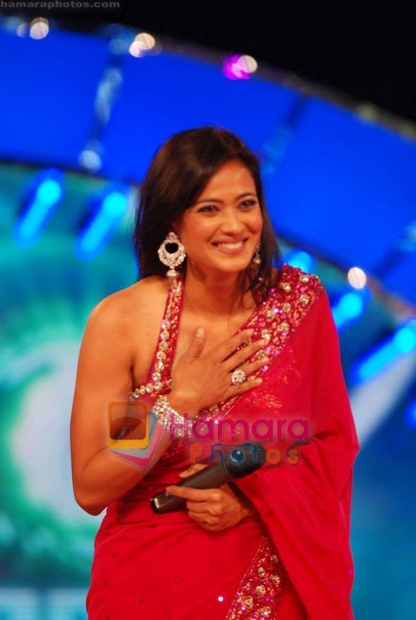http://hamaraphotos.com/albums300/wpw-20110109/normal_Shweta%20Tiwari%20at%20Big%20Boss%20season%204%20grand%20finale%20on%208th%20Jan%202011%20%289%29.JPG