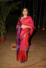 Vidya Balan at Sandesh Mayekar_s daughter Shivani_s wedding reception in Mahalaxmi Race Course on 8th Jan 2011 (7).JPG