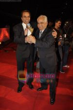 Dharmendra, Ramesh Sippy at 6th Apsara Film and Television Producers Guild Awards in BKC, Mumbai on 11th Jan 2011 (4)~0.JPG