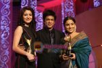 Vidya Balan, Shahrukh Khan, Anushka Sharma at 6th Apsara Film and Television Producers Guild Awards in BKC, Mumbai on 11th Jan 2011 (11).JPG