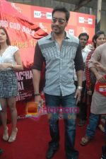 Ajay Devgan at Dil to Baccha Hai Ji kite flying event in Big FM, Andheri on 12th Jan 2011 (22).JPG