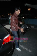 Arjun Rampal leave for Zee Awards in Singapore in Mumbai Airport on 12th Jan 2011 (2).JPG