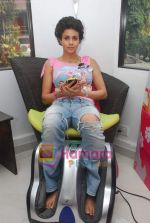 Gul Panag promote Turning 30 in a spa at Bandra, Mumbai on 12th Jan 2011 (11).JPG
