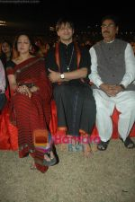 Hema Malini, Vivek Oberoi at Sri Ravi Shankar_s Youth concert in Andheri Sports Complex on 12th Jan 2011 (8).JPG